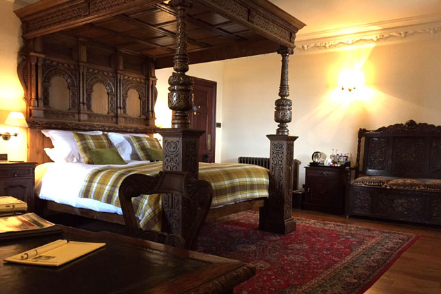 breadlbane room at barcaldine castle
