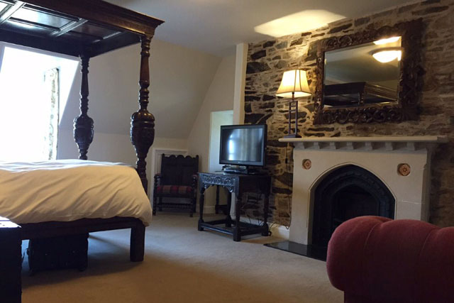 lochnell room at barcaldine castle
